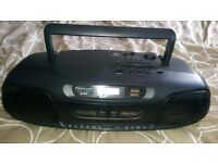 DIGITAL CD /CASSETTE AND RADIO PLAYER IN VERY GOOD CONDITION