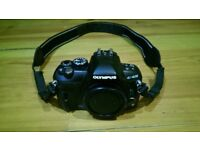 Olympus E-420 10.0 MP Digital SLR Camera Black Body with Strap Battery Charger Flash Card Manual CD