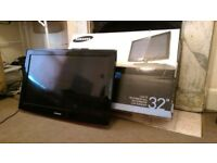 Samsung 32 inch LCD TV with stand and remote