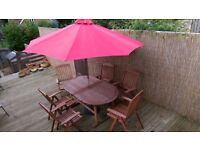 WOODEN GARDEN TABLE & 5 CHAIRS CANVAS PARASOL GRANITE BASE AND PARASOL LIGHTS