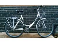 Giant hybrid ladies town bike