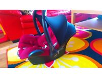 In very good condition baby car seat Maxi-Cosi