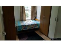 A big single room £135 a week. All bills included. 2 min from Whitechapel or Bethnalgreen tube