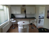 BEDSIT ROOM IN PROFESSIONAL & QUIET HOUSE AVAILABLE TO RENT, ALL YOUR BILLS & FAST INTERNET INCLUDED