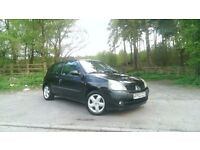 Renault Clio 1.2 16v, remote central locking, powersteering, alloy wheels, ideal first car