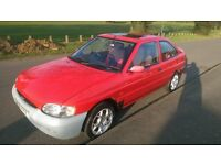 Red Ford Escort Si 1.6 Hatchback R reg 1997 - £325 no offers