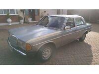 1981 MERCEDES W123 230E 4 DOOR AUTOMATIC FOR PARTS EXPORT OR RESTORATION PROJECT