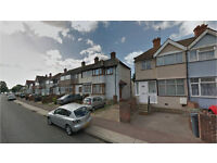 Dagenham RM10. Light, Spacious & Modern 4 Bed Furnished House with Garden and Driveway on Quiet St