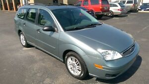 2005 FORD FOCUS WAGON,LEATHER,SUNROOF,MINT CONDITION,NO RUST!