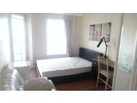 **STUNNING 1 BED FLAT**Island Gardens*available now* Part DSS consider