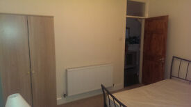 LOVELY DOUBLE BEDSIT ROOM IN PROFESSIONAL QUIET HOUSE AVAILABLE TO RENT, ALL BILLS & FAST WIFI