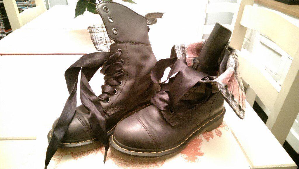Dr Marten Aimilita Boots, Size 5.