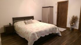 """Large Double Room Self Contained """"ANNEX""""-En-suite & Garden Facing lounge"""