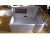 Baby box with mattress and fitted sheet