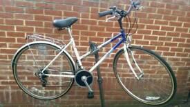 """Classic Raleigh Pioneer Hybrid 28"""" Wheels Rack&Mudguards Bike"""