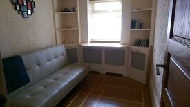 Medium size room to let