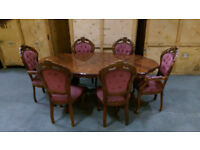 Beautiful reproduction Dining table and 6 matching chairs