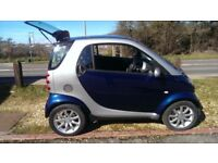 Gorgeous 2006 smart car in blue