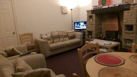 STUDENT ROOM AVAILABLE IN WALKLEY SHEFFIELD- TO SHARE WITH POST GRADS