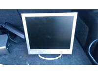 desktop computer monitor. 17 inch screen. used in good working order