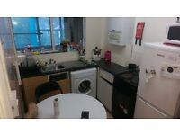 GREAT TWIN ROOM TO SHARE WITH A FRIEND IN A BEAUTY FLAT 28I