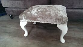 Foot stool with Queen anne legs