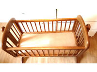 Swinging crib in excellent condition and cheap in price