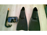Quality complete snorkelling kit - face mask snorkel & size 8-9 flippers - toughened glass face mask