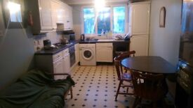 LOVELY DOUBLE ROOM FOR RENT AVAILABLE NEXT TO DOLLIS HILL STN...
