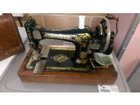 Vintage Singer sewing machine in brilliant condition