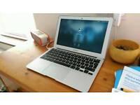 Apple MacBook Air - Mid 2013 i5/4GB RAM/128GB SSD