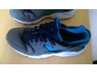 Nike men size 10 uk trainers used but perfect condition