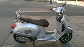 BRAND NEW, 2016 PRE-REGISTERED Vespa GTS 300 70th Anniversary Special Edition Scooter