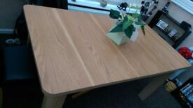 Extendable Dining room Table, ONLY NO CHAIRS