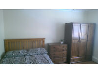 CLEAN, LARGE SINGLE ROOM WITH DOUBLE BED (ALL BILLS AND INTERNET INCLUDED)