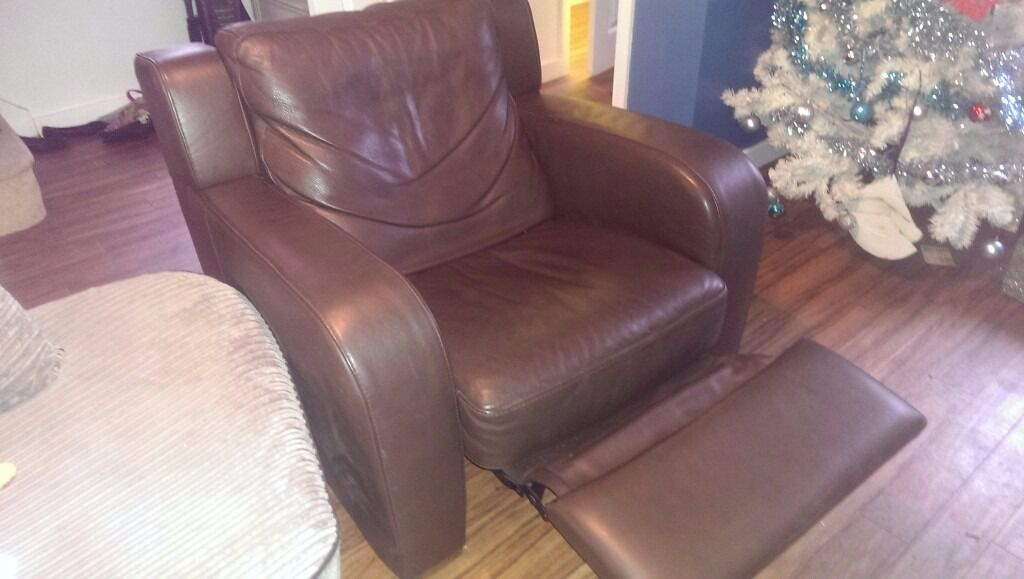 Large brown leather manual reclining arm chair excellent condition
