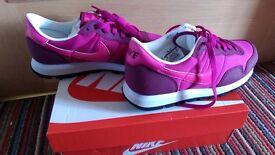 Nike Junior Metro Plus Raspberry/Pink/White Size: UK 5.5 BNIB