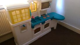 LITTLE TIKES COUNTRY KITCHEN WITH PLAY FOOD