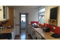 2 large bright double rooms to rent in central Market Harborough-Open to offers for the whole house