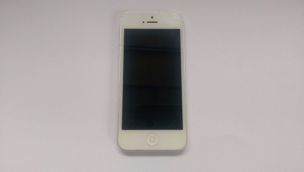 Apple iPhone 5 Silver White UNLOCKED ANY SIM 16GB Good Condition Cheap Smartphonein Shepherds Bush, LondonGumtree - Apple iPhone 5 16GB Silver White Smartphone Unlocked to any network Very good condition phone. Just a few minor marks on the edges and tiny marks on the back. No deep scratches or scuffs. Really nice condition and well looked after phone . Fully...