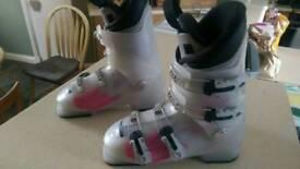 Girls atomic ski boots
