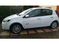 Renault clio 1.2 2009 (59 reg) for sale in white.
