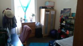 Student required for 3 bedroom flat on Bank Street