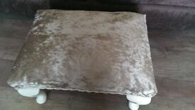 Vintage foot stool with Queen anne legs