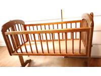 Swinging crib in excellent condition and low in price