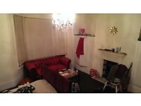 Room to rent - 150/week (26 Dec - 25 Jan availability); double bed large room. going on a trip