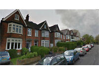 Grove Park SE12. **AVAIL NOW** Modern 2 Bed Furnished Flat in Period Conversion wih Communal Garden