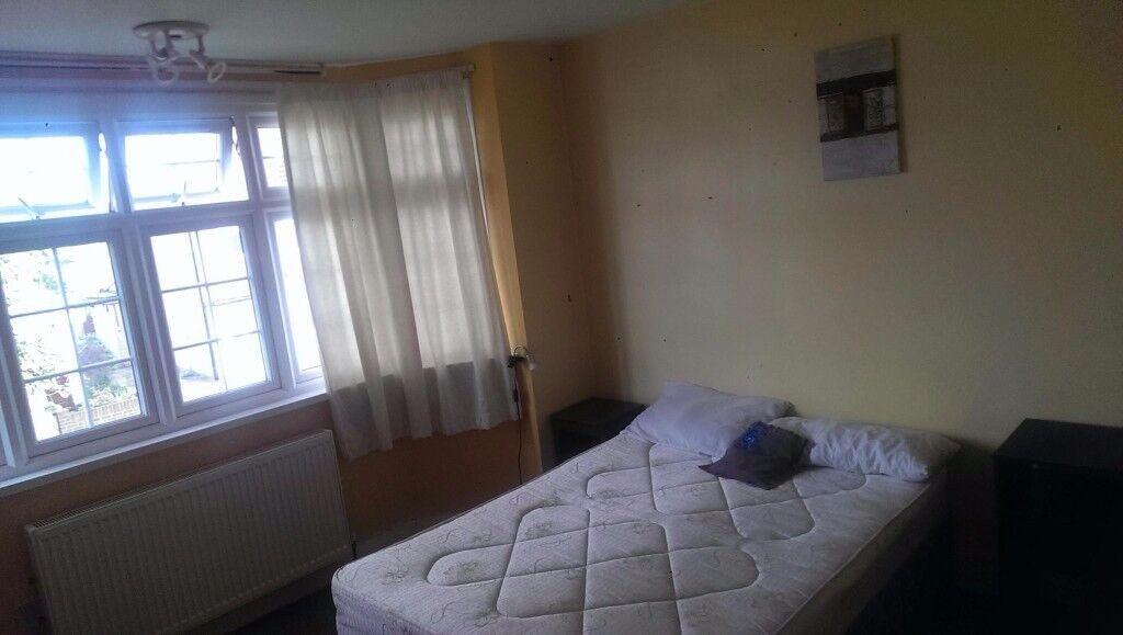 Double room to let in Twickenham
