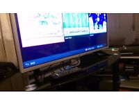 LG 32' TV ONLY COUPLE OF MONTHS OLD COMES WITH A GLASS TV STAND
