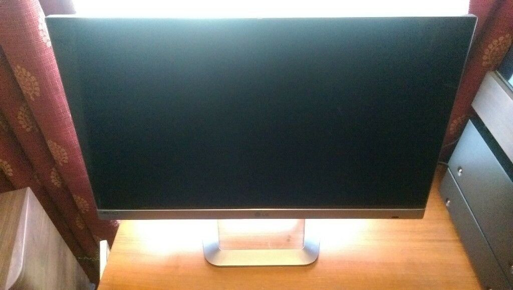 "LG TM2792 27"" LED IPS smart TV"